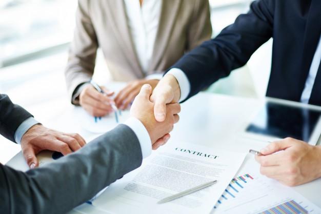 Contrats de travail: les mentions obligatoires pour se conformer à la loi